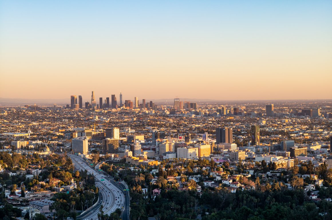 LOCATION – MULHOLLAND DRIVE LOOKOUT, CALIFORNIA